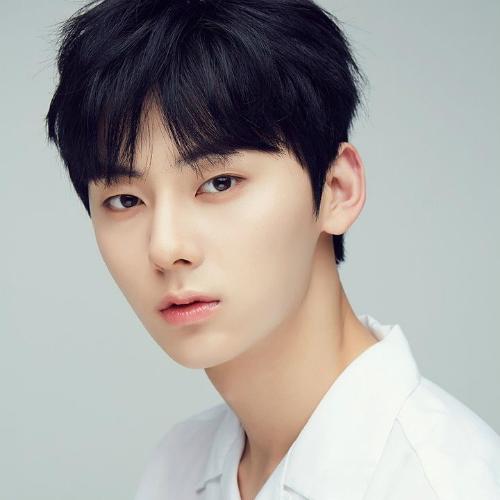 10-idol-nam-co-visual-than-thanh-khong-ai-co-the-phu-nhan-2-7