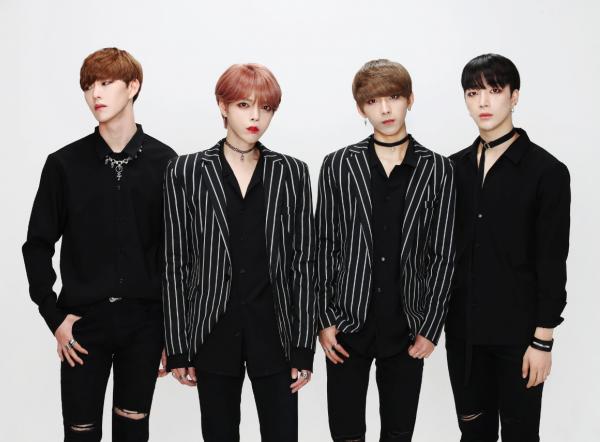 thanh-vien-boygroup-kpop-gay-hoang-mang-vi-dien-mao-qua-nu-tinh-6