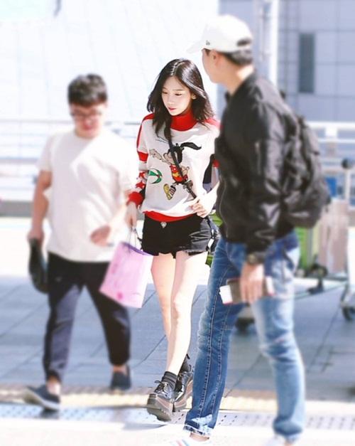 jennie-xue-xoa-bat-ngo-tae-yeon-di-giay-don-o-san-bay