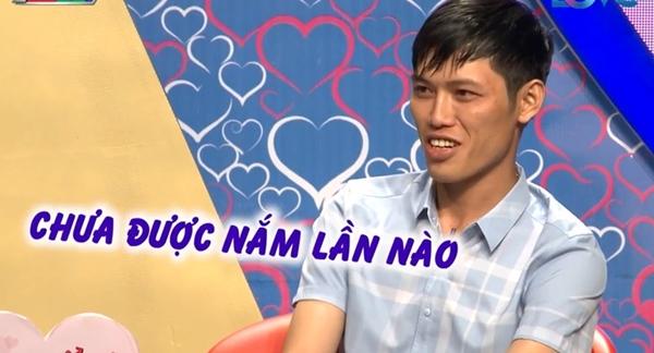 chang-trai-that-tha-tiet-lo-chieu-tan-gai-gay-choang-chua-nam-tay-da-ru-vao-khach-san-1