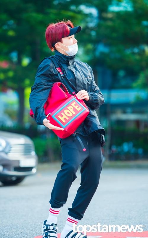 dan-sao-kpop-ban-ron-khoe-dang-tren-duong-den-music-bank-7