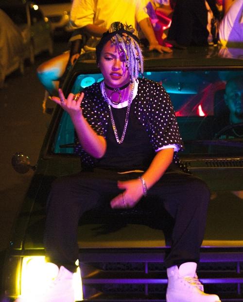 kimmese-quy-bung-noc-voi-hoi-ban-than-underground-trong-mv-hip-hop-5