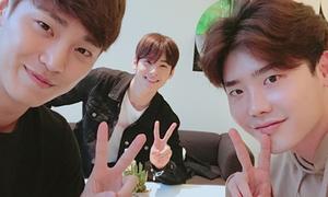 Sao Hàn 24/9: Lee Jong Suk 'tự ti' trước mỹ nam Eun Woo, Tae Yeon 'hack tuổi'