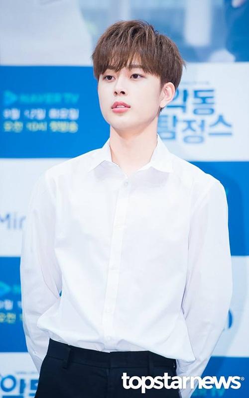 my-nam-15-tuoi-kpop-khien-fan-nu-tan-chay-vi-hanh-dong-ga-lang