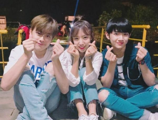 my-nam-15-tuoi-kpop-khien-fan-nu-tan-chay-vi-hanh-dong-ga-lang-1