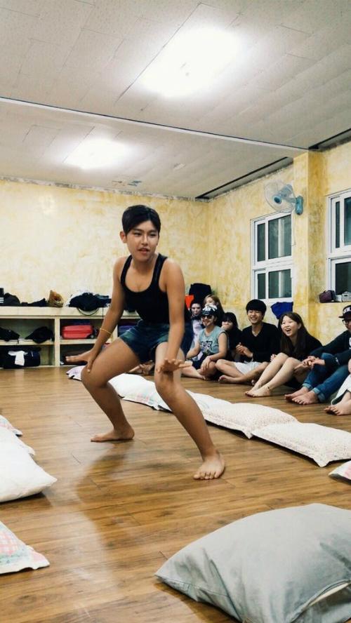 nhung-hinh-anh-hai-huoc-kho-nhan-ra-cua-idol-han-truoc-khi-debut-6