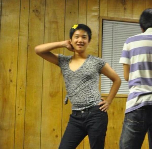 nhung-hinh-anh-hai-huoc-kho-nhan-ra-cua-idol-han-truoc-khi-debut