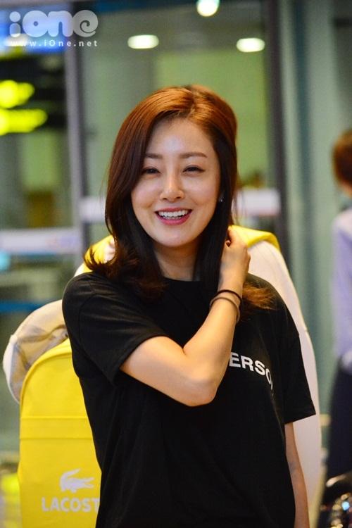 kim-hee-sun-khoe-ve-dep-danh-bai-thoi-gian-o-tuoi-40-khi-den-viet-nam-5