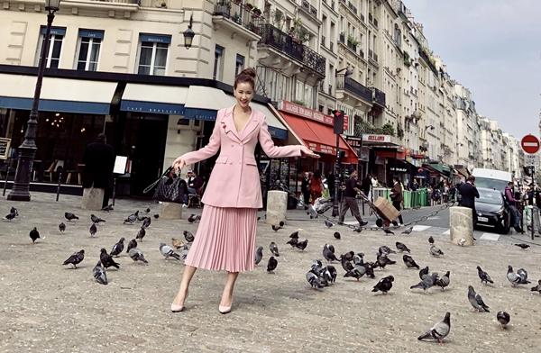mac-lum-xum-voi-tam-tit-maya-xinh-dep-thu-do-du-paris-fashion-week-4