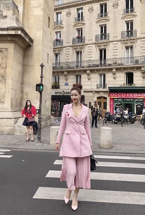 mac-lum-xum-voi-tam-tit-maya-xinh-dep-thu-do-du-paris-fashion-week-6