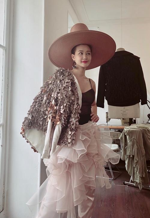 mac-lum-xum-voi-tam-tit-maya-xinh-dep-thu-do-du-paris-fashion-week-1