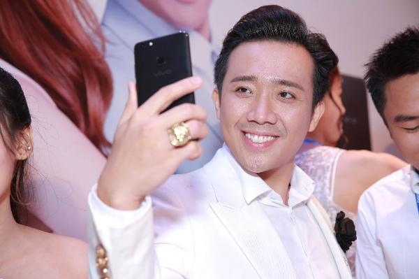 minh-hang-nhi-nhanh-selfie-cung-tran-thanh-4