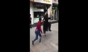 Cặp đôi bắt chước nhảy chân sáo nhận kết đắng