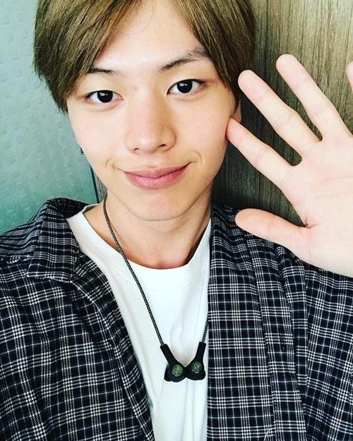 sao-han-27-9-lisa-black-pink-khoe-eo-nho-xiu-somi-xi-mat-khong-so-xau-6
