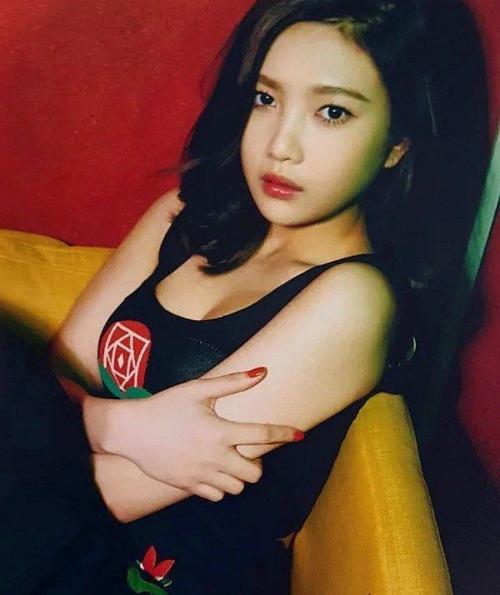 6-idol-nu-co-vong-mot-quyen-ru-nhat-kpop