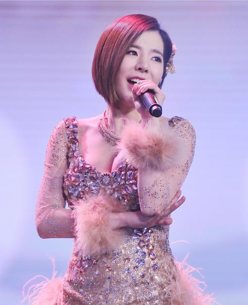 6-idol-nu-co-vong-mot-quyen-ru-nhat-kpop-10