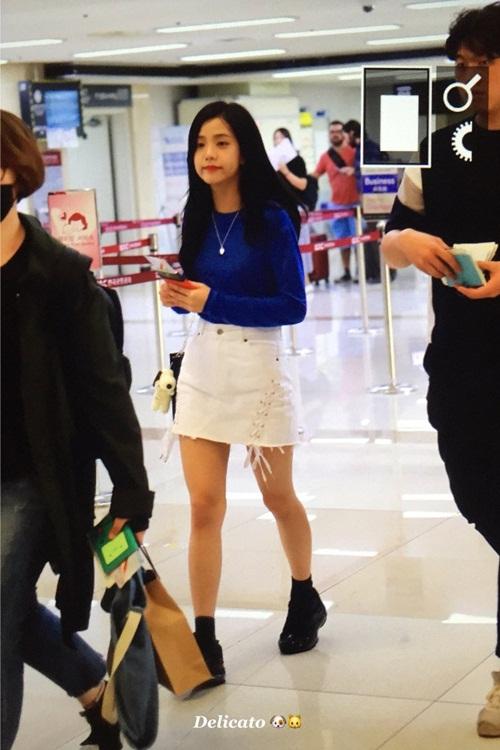 jennie-khoe-chan-thon-yoon-ah-mac-suit-cuc-chat-sau-khi-xuong-toc-2
