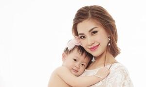 Vẻ đáng yêu của công chúa nhà Diễm Trang khi lên một tuổi