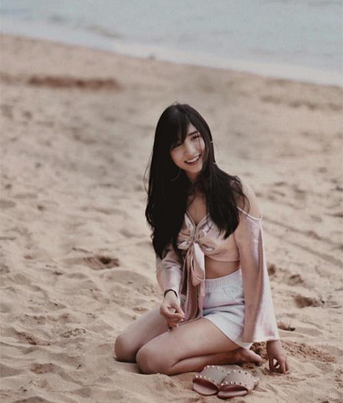 dan-hot-girl-sanh-dieu-o-ngoi-truong-danh-gia-bac-nhat-thai-lan-9