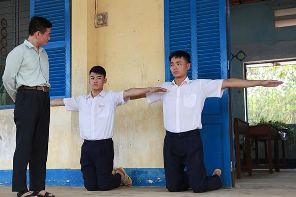 5-diem-sang-lam-hu-nu-thon-thuc-trong-phim-tao-khong-xa-may