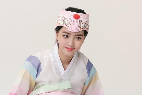 sao-han-1-10-seo-hyun-duoc-my-nam-phuc-vu-iu-gian-di-van-xinh-3