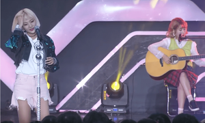 'Khủng long nhạc số' xứ Hàn xấu hổ vì đang hát thì quên sạch lời
