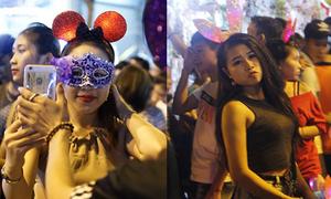 Gái xinh Hà thành 'tràn' đầy đường phố trong đêm Trung thu