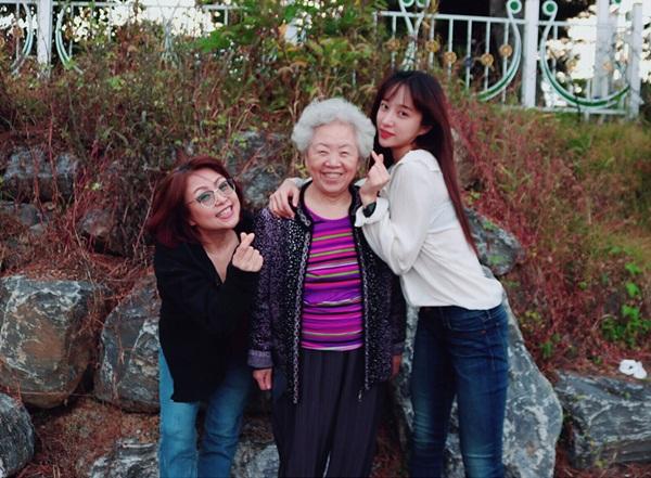 sao-han-5-10-hani-xinh-dep-giong-me-g-dragon-khoe-style-kho-dung-hang-1