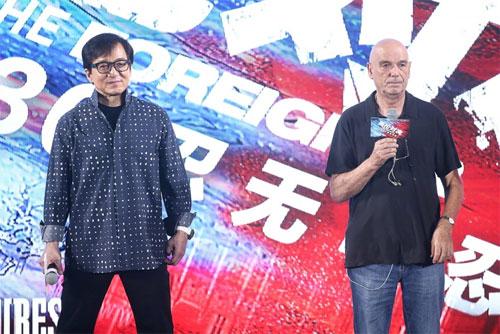 thanh-long-hoa-ong-lao-hon-60-tuoi-loan-tri-phai-danh-dam-khien-khan-gia-nghen-ngao-2
