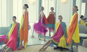 5 chân dài hàng đầu làng mốt diện váy áo rực rỡ đẹp như tranh