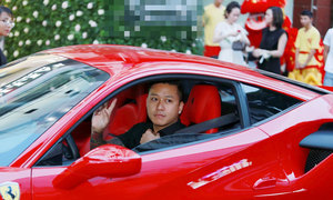 Tuấn Hưng gây chú ý trên phố với siêu xe 15 tỷ đồng