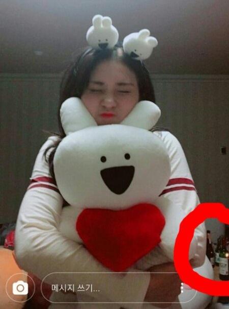 Bức ảnh đang gây tranh cãi, ảnh hưởng xấu đến sự nghiệp của Somi.