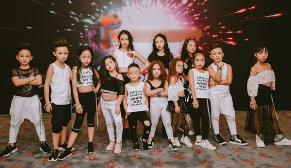 doi-quan-dancer-nhi-huong-dan-hang-tram-nguoi-lon-nhay-flashmob