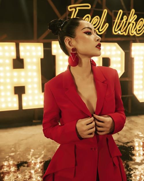 chi-pu-bien-hinh-tu-phong-cach-den-trang-phuc-nhu-gai-han-trong-mv-debut-1