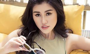 Hoa hậu Emily Hồng Nhung khoe eo phẳng lì với croptop