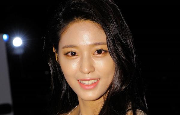 lang-xe-mot-makeup-trong-veo-nhung-sao-han-toan-trang-diem-day-cop-7