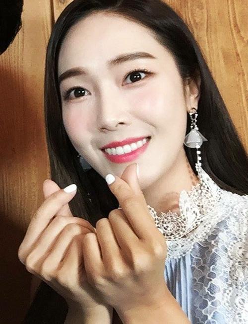 lang-xe-mot-makeup-trong-veo-nhung-sao-han-toan-trang-diem-day-cop-5