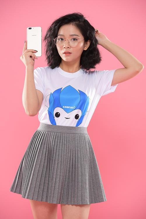 Hotgirl Dương Kiều Mai sành điệu và thời trang bên Smartphone Asanzo Z5