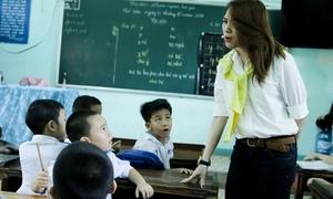 Mỹ Tâm trẻ trung làm cô giáo tiểu học ở Quảng Nam