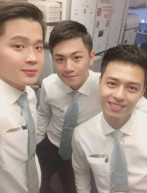3-chang-tiep-vien-hang-khong-viet-khien-hoi-chi-em-quen-met-vi-quadien-trai-1