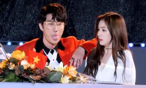 Sao nam Hàn bị chỉ trích vì đụng chạm, 'tán tỉnh' Irene