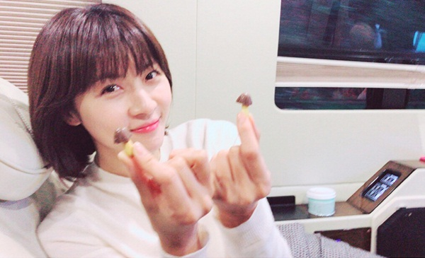 sao-han-16-10-twice-nhi-nhanh-do-cute-park-ji-yeon-khoe-chan-thon-nuot-2