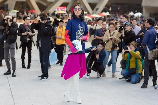 phi-phuong-anh-bien-hoa-da-sac-mau-trong-ngay-dau-seuol-fashion-week-7
