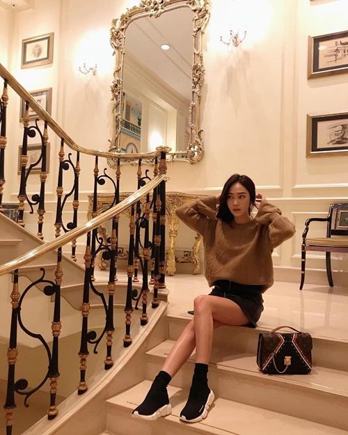 sao-han-18-10-yoon-ah-dep-khong-goc-chet-lee-sung-kyung-lo-chan-gay-go-4