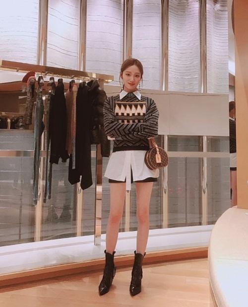 sao-han-18-10-yoon-ah-dep-khong-goc-chet-lee-sung-kyung-lo-chan-gay-go-1