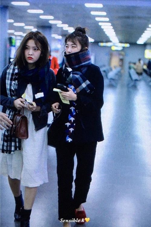 2-nu-than-toc-ngan-yoon-ah-krystal-nhan-phan-ung-trai-chieu-o-san-bay-6