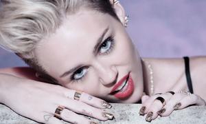 Từ thần tượng của giới trẻ, Miley Cyrus tự 'giết chết' mình bằng ảnh nude