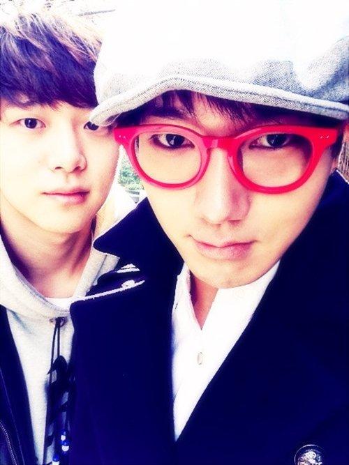 nhung-idol-kpop-co-em-trai-thuong-dan-dep-khong-kem-anh-chi-5