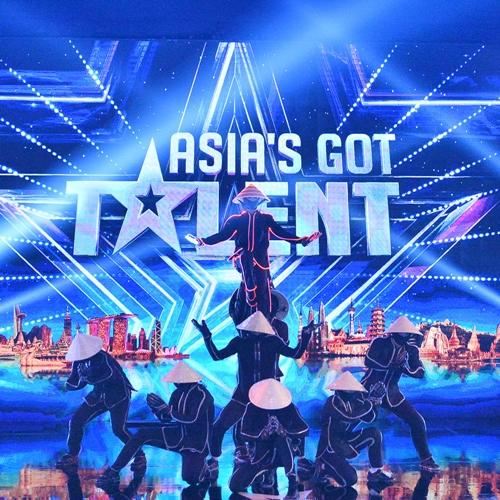 nhom-nhay-viet-khien-bo-ba-giam-khao-asias-got-talent-tram-tro