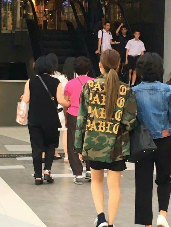 my-nhan-sang-chanh-jennie-co-me-cool-ngau-khong-kem-con-gai-2